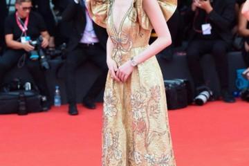 倪妮高调走红毯4身高定礼衣露脸威尼斯电影节一身比一身美
