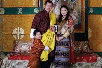 不丹国王一家的日常大王子被宠上天国王与佩玛成婚亲吻太甜美
