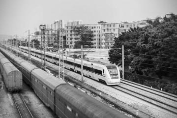 阻拦高铁女子被罚阻碍高铁正常出行会带来哪些安全威胁